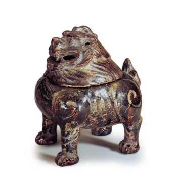 黒袖金彩獅子香炉 094